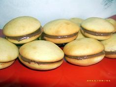 Whoopie Pies, Hamburger, Bread, Cookies, Food, Kitchen, Sweet Recipes, Candy Bars, Eten