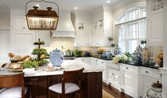 Traditional | Photo Gallery | Downsview Kitchens and Fine Custom Cabinetry | Manufacturers of Custom Kitchen Cabinets