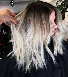 """3,940 Me gusta, 37 comentarios - INSPIRATION ➕ EDUCATION (@balayageartists) en Instagram: """"ROOTY BLONDE Show some ❤ for @chitang_hair"""""""