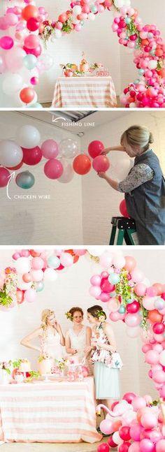 Arco desconstruído de balões Mais