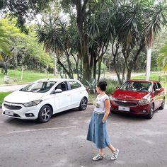 """Chevrolet Onix: """"Mais econômico mas merecia mais itens de segurança"""". Essa é a definição da jornalista @estefaniafariasreal nossa colunista que  avaliou o Novo Onix com motor 1.4 flex 8V de 106 cv e 139 kgfm no etanol. Ela fez 13 km/l na cidade com gasolina: O modelo de entrada da família Chevroletocupa o posto de carro mais vendido do Brasil desde 2015 título consolidado pelo Volkswagen Gol por 27 anos. E agora o Onix mostra que não está pra brincadeira. Recebeu ajustes em mais de 100 itens…"""
