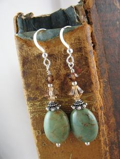 Green Turquoise Earrings by wanting Wire Jewelry, Jewelry Crafts, Beaded Jewelry, Jewelry Ideas, Handcrafted Jewelry, Earrings Handmade, Bijoux Diy, Turquoise Earrings, Turquoise Beads