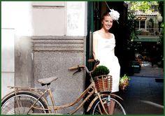 Tocados de novia, cásate sin velo. Tocado original y vestido corto. Perfecto para boda civil