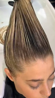 Hair Color Streaks, Hair Color Highlights, Hair Color Balayage, Hair Cutting Videos, Hair Videos, Medium Hair Styles, Short Hair Styles, Balayage Hair Tutorial, Long Bridal Hair