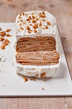 No-Bake Toffee Crunch Cake / You've Never Seen a No-Bake Cake Like This Before! Waffle Biscuits, Fridge Cake, Crunch Cake, Popsugar Food, Caramel Recipes, New Cookbooks, Cookbook Recipes, No Bake Desserts, Toffee