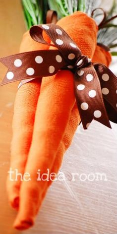 this is cute. Why couldn't you also just Fold the carrots from dishtowels or cloths and create a Gift of dishtowels this way? I like it!
