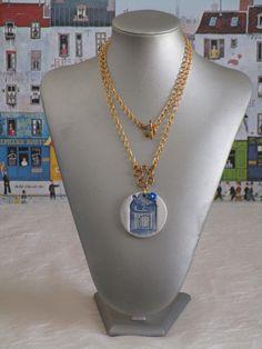 """Charmant collier avec pendentif en céramique """"Une cage pour oiseau bleue"""" de la boutique framboisefrancoise sur Etsy"""