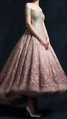 The Queen's Collection — chandelyer: Krikor Jabotian couture Beautiful Gowns, Beautiful Outfits, Pretty Outfits, Pretty Dresses, Couture Fashion, Runway Fashion, Couture Dresses, Fashion Dresses, Evening Dresses