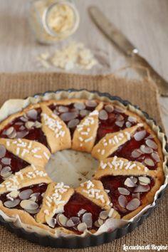 Crostata girasole con confettura di fragole Pie, Desserts, Shape, Torte, Tailgate Desserts, Cake, Deserts, Fruit Pie, Pies