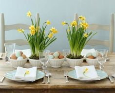 Get ready for an unforgettable Easter! Invite spring to your Easter table! Create a beautiful table decoration on the Easter table with fresh flowers of spring, Easter Dinner, Easter Brunch, Easter Party, Easter Table Settings, Easter Table Decorations, Easter Centerpiece, Easter Decor, Centerpiece Ideas, Table Centerpieces