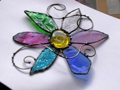 Gypsy Flower Stained Glass Suncatcher with Wire Swirls Stained Glass Ornaments, Stained Glass Flowers, Stained Glass Suncatchers, Stained Glass Projects, Stained Glass Patterns, Stained Glass Art, Mosaic Glass, Fused Glass, Mosaic Patterns