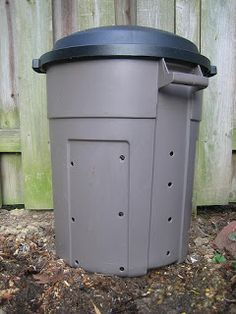 Easy and cheap compost bin. Put it on its aerate it and speed up the composting process. brown material and green material makes the best compost. Avoid meat, dairy, fish etc. as it takes a long time to compost and tends to attract animals. Compost Diy, Homemade Compost Bin, Compost Container, Garden Compost, Composting Toilet, Compost Trash Can, Making Compost, Outdoor Projects, Garden Projects
