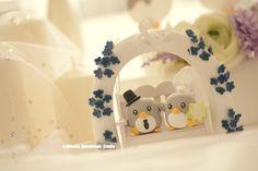 Penguins with the garden flower swing Wedding Cake Topper #weddingplanning #cakedecor #ideas #cute #penguin #animalscaketopper #handmadecaketopper #customcaketopper #outdoorwedding #woodenchair #miniatures #dollhouse #claydoll #unique #ceremony #gift #marriage #weddingseason #kikuikestudio #ペンギン #Pinguin #manchot #pingüino