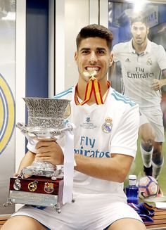 Isco, Ramos and Asensio with the Supercopa trophy | August 16, 2017