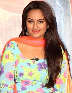 Sonakshi Sinha is all set to play Sarabjit Singh's sister in her next! - http://www.bolegaindia.com/gossips/Sonakshi_Sinha_is_all_set_to_play_Sarabjit_Singhs_sister_in_her_next-gid-35652-gc-6.html