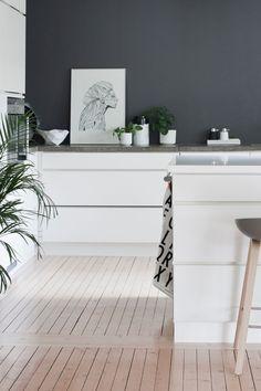 36 Ideas For Kitchen Dark Grey Walls Cupboards Kitchen Cabinet Colors, Kitchen Colors, Kitchen Decor, Kitchen Paint, Wall Cupboards, White Cupboards, Grey Kitchens, Home Kitchens, Diy Wood Countertops