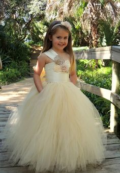 Flower Girl Dress Beige Flower Girl tutu dress Tutu par Gurliglam, $145.00