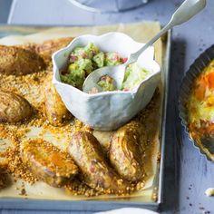 Sobald die Kartoffen im Ofen sind, können Sie den feinen Avocadodip zubereiten. Und dann wird es richtg lecker ...