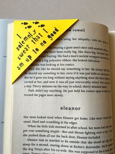 I solemnly swear that I am up to know good corner bookmark. Perfect for anyone who loves reading AND Harry Potter! -This bookmark is about 3 inches x 3 inches. -The words are cut out and not printed. -The pocket easily fits several pages which comes in ha Harry Potter Classroom, Harry Potter Theme, Harry Potter Birthday, Harry Potter Diy, Creative Bookmarks, Diy Bookmarks, Corner Bookmarks, Origami Bookmark, Origami 3d