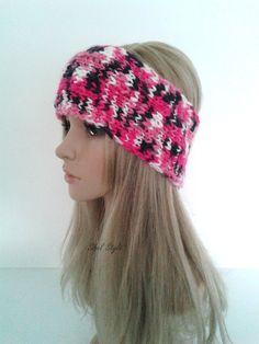 Bandeau cache-oreilles en tricot fait main par Sibel Style.