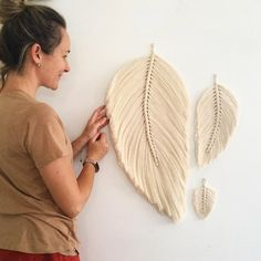 A little size reminder from your human ruler 🙊 Large- Venti, Medium- Grande & Small- Tall ☕️ Why? Cos I always have coffee on the brain 🤯 .eans twenty in… Macrame Wall Hanging Diy, Macrame Art, Macrame Projects, Macrame Knots, Black Peony, Macrame Design, Macrame Patterns, Jelly Beans, Jelly Jelly