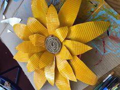 Tin Can Flowers, Metal Flowers, Flower Petal Template, Metal Flower Wall Decor, Tin Can Art, Fence Decorations, Dollar Tree Decor, Garden Yard Ideas, Tin Cans