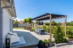 Deck With Pergola, Outdoor Pergola, Diy Pergola, Outdoor Decor, Compact House, Garden Arbor, Backyard, Patio, Grand Designs