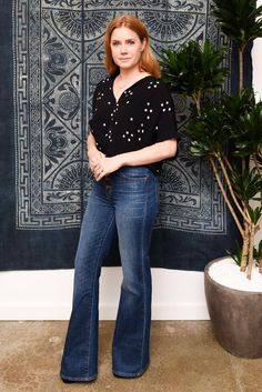 Amy Adams, Kristen Bell, & More Step Out to Support Madewell's Holiday Pop Up Event!: Photo Amy Adams stylishly arrives at Madewell Holiday Pop Up Event on Tuesday afternoon (November in Beverly Hills, Calif. Look Oxford, Amy Adams Style, Isla Fisher, Hollywood, Night Looks, Wide Leg Jeans, Flare Jeans, Bell Bottoms, Bell Bottom Jeans