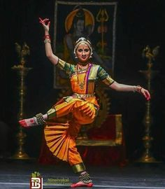♪┗ ( ・o・) ┓♪ A Visual Sermon ♪┏(・o・ )┛♪ Dance Paintings, Indian Art Paintings, Indiana, Isadora Duncan, Indian Classical Dance, Nataraja, Poses References, Dance Movement, Dance Poses
