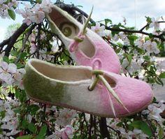wet felted shoes ĀBEĻZIEDI www.pamana.lv