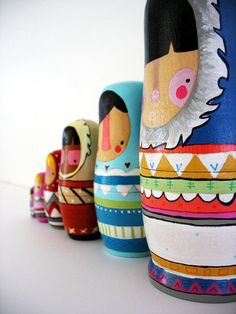 handmade wood folk art nesting dolls... wool sweater Eskimos matroschka matroska matriochka - matroesjka- matryoshka Russische Schachtelpuppe- Matrjoschka und Babushka www.matrioskas.es