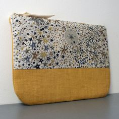 The front of this cosmetic case is mustard linen and liberty. The back of the clutch is mustard linen. Size 20 x 13 cm. This pouch also exists in liberty and blue linen: Diy Sac, Art Bag, Couture Sewing, Purse Patterns, Fabric Bags, Little Bag, Handmade Bags, Hobo Bag, Cosmetic Bag