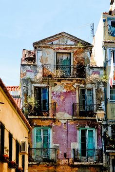 Lisboa ~ Beauty in decrepitude Beautiful Places In The World, Beautiful Homes, Places In Portugal, Travel Memories, Urban Decay, Abandoned, Tourism, Around The Worlds, Europe