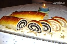 Sviatočný makovník a orechovník (fotorecept) - recept Hot Dog Buns, Hot Dogs, Czech Recipes, Bread, Baking, Desserts, Food, Basket, Sweet Recipes