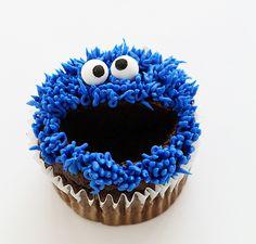cookie monster cupcakes - i am baker Elmo Cupcakes, Cookie Monster Cupcakes, Birthday Cupcakes, 2nd Birthday, Birthday Parties, Monster Cakes, Birthday Ideas, Best Cake Recipes, Cupcake Recipes
