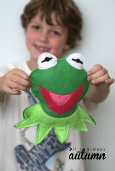 Feeling green? Try making this fun, DIY felt frog craft with the kids this spring! | easy kids crafts