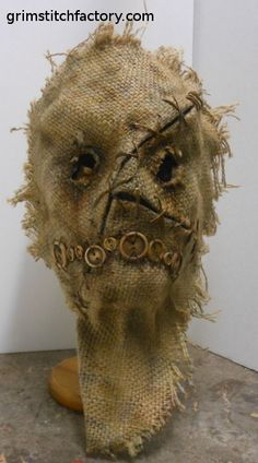 How to throw a festive adult Halloween party Scarecrow Mask, Halloween Scarecrow, Creepy Halloween, Halloween Projects, Halloween Cosplay, Halloween Masks, Holidays Halloween, Vintage Halloween, Halloween Decorations