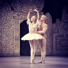 One more Nutcracker with @iana_salenko this Wednesday Matinee at the @royaloperahouse  There are day tickets available so get yourself to the Opera House Wednesday for an extra addition to your festive season   Photo by @dancersdiary  #stevenmcrae #ianasalenko #royalballet #royaloperahouse #nutcracker #christmas #festive #tickets #ballet #dance #maledancer #ballerina #fun