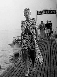 cannes rina rochas woman on the boardwalk mlle. dorys grand prix, deauville elegance aubenas modeles in hermes,. Vintage Mode, Vintage Ladies, Fashion Over, Fashion Tips, Fashion Design, Vintage Outfits, Evolution Of Fashion, Vintage Fashion Photography, 1930s Fashion