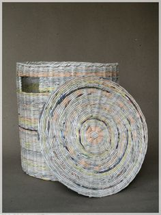 Laundry basket made from recycled newspapers by BluReco Paper Basket Weaving, Willow Weaving, Recycled Magazines, Recycled Crafts, Paper Jewelry, Paper Beads, Cardboard Paper, Diy Paper, Book Page Crafts