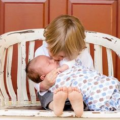 Con la llegada del segundo hijo, el ahora hermano mayor podría tener reacciones negativas. Acá te contamos sobre esta etapa.
