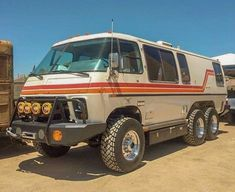 This Lifted GMC Motorhome Is Completely Bonkers 4x4 Camper Van, 4x4 Van, Truck Camper, 6x6 Truck, Cool Trucks, Chevy Trucks, Overland Gear, Gmc Motorhome, Bug Out Vehicle