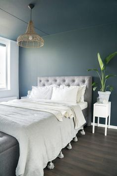 35 Amazingly Pretty Shabby Chic Bedroom Design and Decor Ideas - The Trending House Blue Master Bedroom, Cozy Bedroom, Bedroom Decor, Master Bedrooms, Blue Furniture, Simple Bed, Blue Curtains, Scandinavian Bedroom, Luxurious Bedrooms