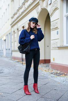 Magdalena von @hoardoftrends kombiniert unsere Stiefelette in Rot zur schwarzen Skinny Jeans, ein echter Hingucker! #bloggerstyle