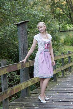 Heute seht ihr mich auf dem Blog im Dirndl. :-) http://www.marie-theres-schindler.de/mein-dirndl-fuers-oktoberfest/ #prsample