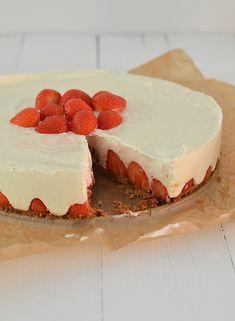 Aardbeien-Mascarponetaart - no bake strawberry cheesecake. Lijkt me erg lekker No Bake Desserts, Just Desserts, Delicious Desserts, Yummy Food, Baking Recipes, Cake Recipes, Dessert Recipes, Tapas, Happy Foods