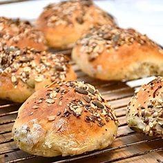 Piece Of Bread, Bagel, Hamburger, Healthy Snacks, Is, Baking, Food, Health Snacks, Healthy Snack Foods