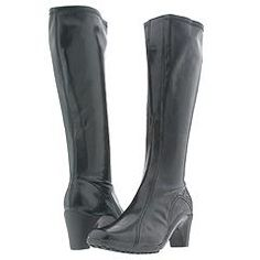 s'nifer's boots that i want too :)