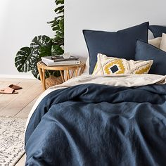 Vintage Washed Linen Old Navy Quilt Cover Cheap Beach Decor, Cheap Home Decor, Zara Home, Home Bedroom, Bedroom Decor, Bedroom Ideas, Pottery Barn, Navy Bedrooms, Master Bedrooms