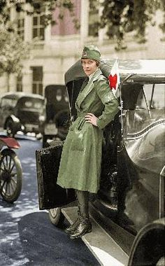 The Uniforms Worn by American Women During WWI [article]